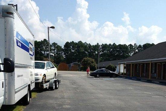 Econo Lodge: EconoLodge parking accomodation