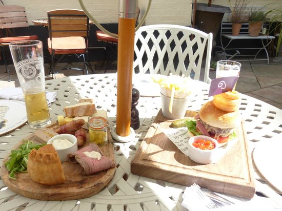 The Fleece at Cirencester: Lunch time on the Terrace at The Fleece.