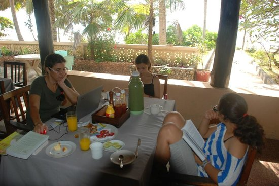 Tamarind Beach Hotel: breakfast with wi-fi !