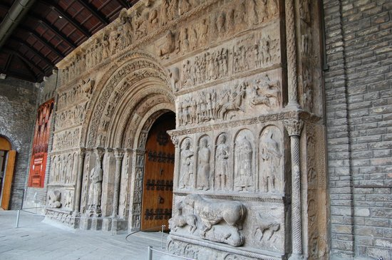 Monestir de Santa Maria de Ripoll: Portada