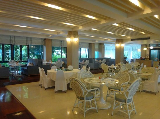 The Mantrini Boutique Resort: Spacious restaurant