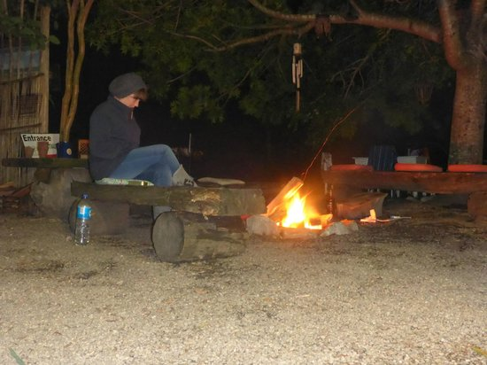 Dijembe Backpackers Hostel: chilling by the fire