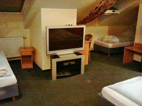Hotel Doppeladler: Fmilenzimmer mit vier Betten
