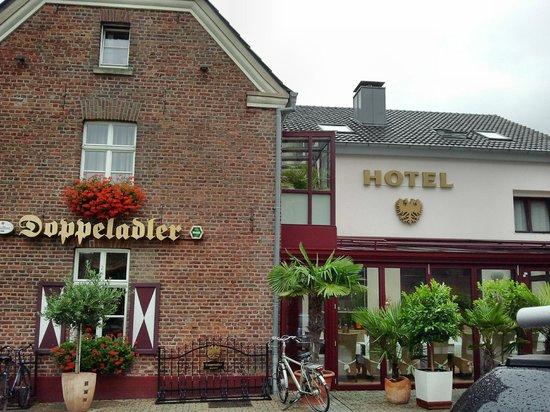Hotel Doppeladler: Außenansicht hotel + Restaurant