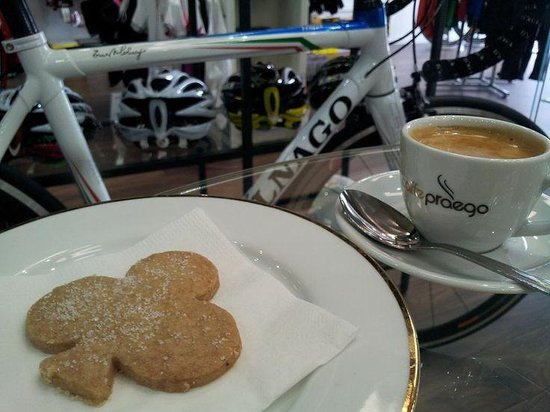 Cycle Art: Our signature Colnago Cinnamon cookies