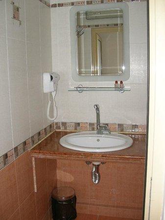 Dafi Hotel: Bathroom