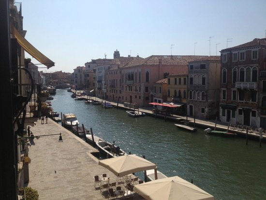 Hotel Ca' Dogaressa: Left side canal view