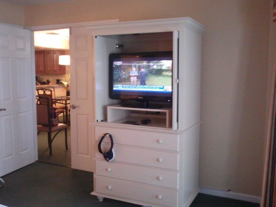 Orlando's Sunshine Resort: Flat screens in living room and both rooms