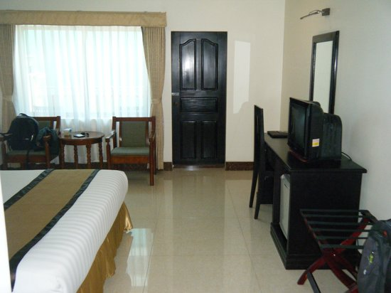 Cardamom Hotel: Door to balcony