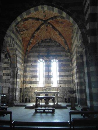 San Pietro Church: Altare