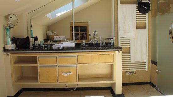 "Best Western Plus Berghotel Rehlegg: Zimmer 432, ""Suite Alpenmohn"""