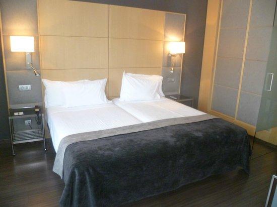 AC Hotel Victoria Suites: Camerqa da Letto.