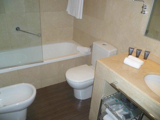 AC Hotel Victoria Suites : Bagno