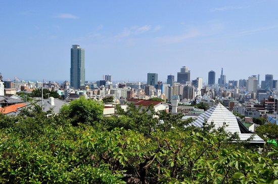 Kobe Kitano Temman Shrine: 北野天満神社から神戸市内の眺め
