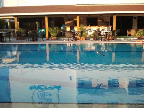 Cleopatra Classic Hotel: Piscina