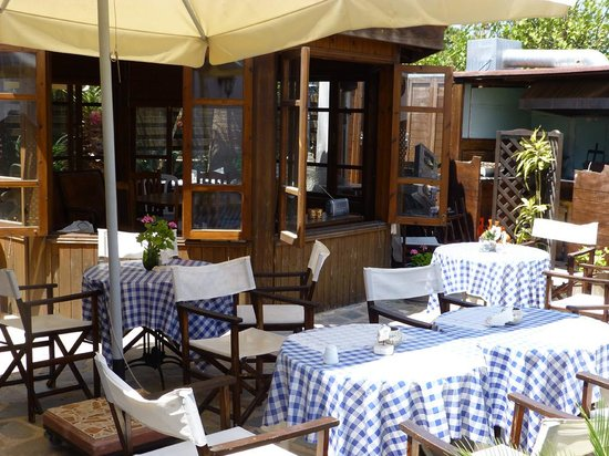 Kyra Frosini Tavern : Back Garden of Kyra Frosini