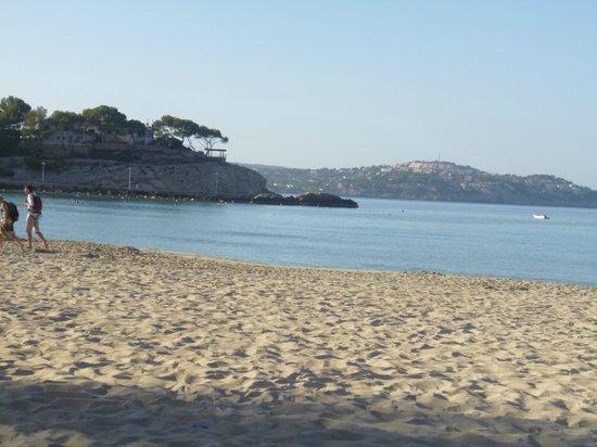Don Carlos Paguera: Strand ziet er mooi uit, pas alleen op voor de grote stenen.