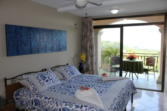 Hotel Chantel: Bedroom with ocean view in one bedroom apartment