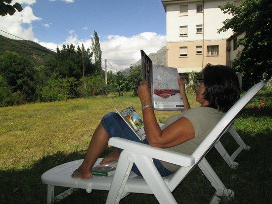 Hotel Toscana: Relaxing in the garden