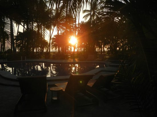 Tambor Tropical Beach Resort: Tambor Tropical at Sunrise