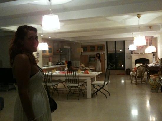 Ingresso open space living room e cucina arredamento for Arredamento cucina ristorante