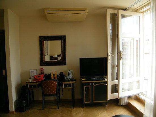 Hotel Elysee: chambre balcon