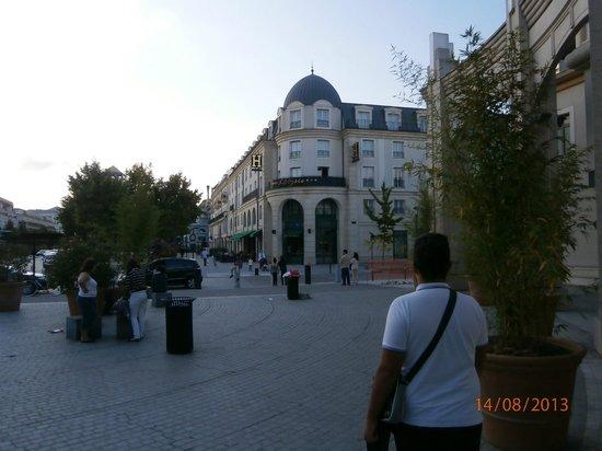 Hôtel l'Elysee Val d'Europe : vista laterale