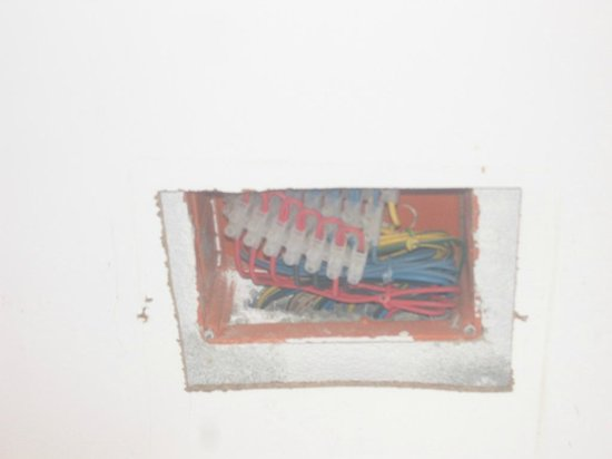El Mouradi Club Selima: EXPOSED ELECTRIC WIRE