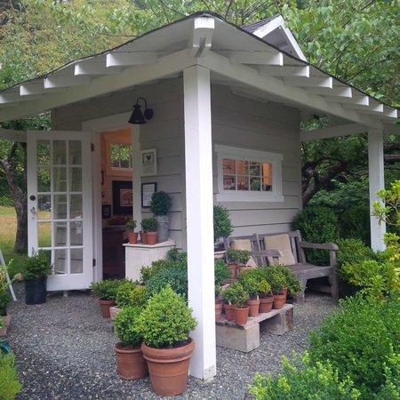 Wren House Garden & Shop: Charming Gallery!