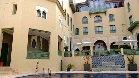 Palais Faraj Suites & Spa: Hôtel vu de la piscine