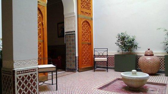 """Palais Faraj Suites & Spa: Entrée du salon - Rdc de la suite """"Le petit Ryad"""""""
