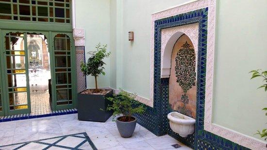 Palais Faraj Suites & Spa: Petite cour - Parties communes de l'hôtel