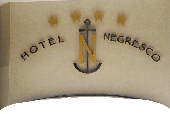 Hotel Negresco: l'enseigne sur la façade