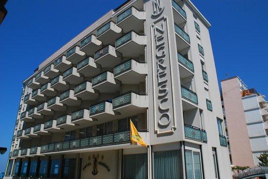 Hotel Negresco: l'hôtel depuis la via turismo