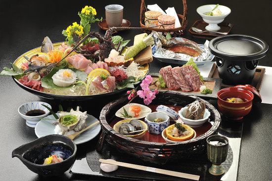 Sakura: 豪華な夕食「海の幸懐石」の一例