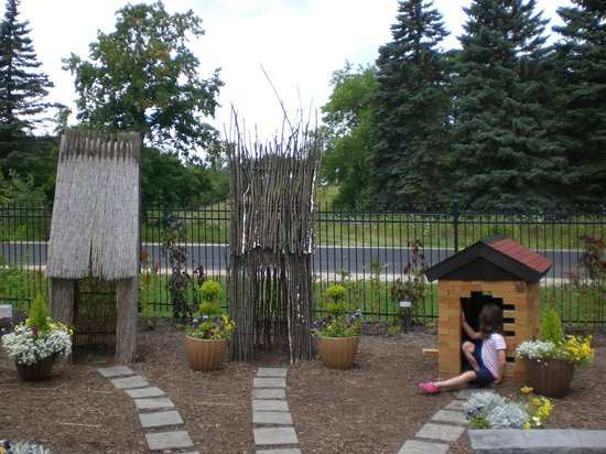 Bookworm Gardens: Even non-readers could identify this story