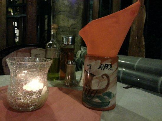 Tavolo - Foto di Argo Taverna Benitses, Benitses - TripAdvisor