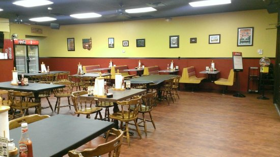 Johnny Ray's Oak Mtn.: Inside casual dining