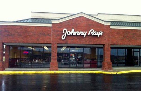 Johnny Ray's Oak Mtn.: Oak Mountain next to Gold's Gym