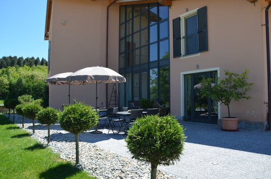 Cascina castagneto hotel castell 39 alfero prezzi 2017 e for Cascina merlata prezzi