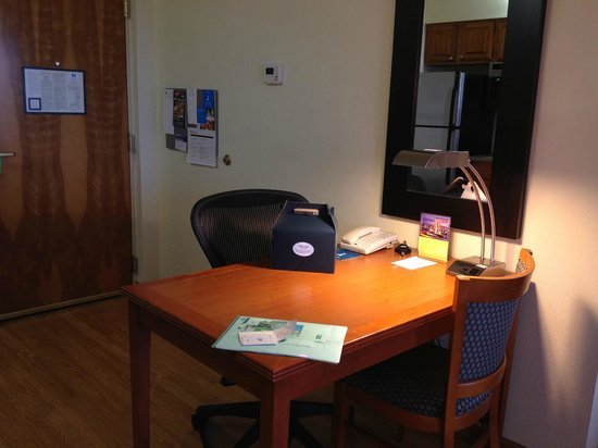 Hyatt House Chicago/Schaumburg: Working table