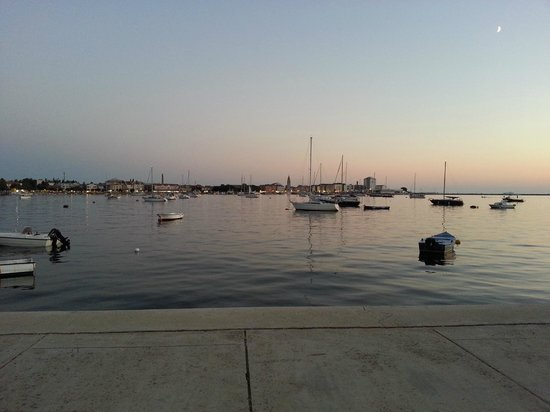 Apartments & Rooms Barbara: Umag abends