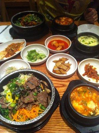 Kunjip Restaurant : Bibimbap + stew + sides