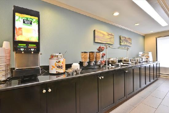 Best Western Plus Cary Inn - NC State: Breakfast