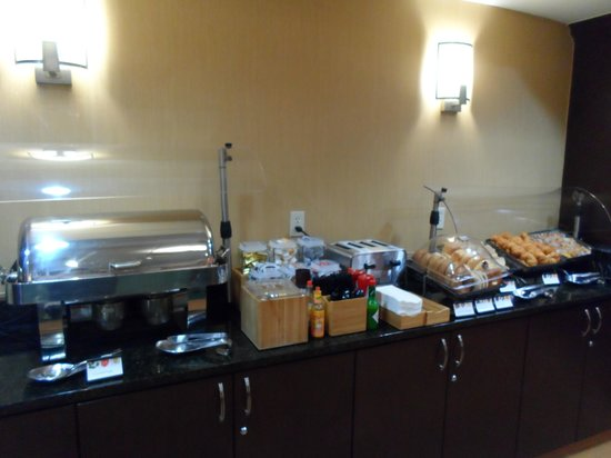 SpringHill Suites Charlotte University Research Park : Free breakfast buffet again