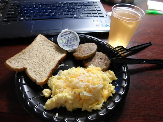 SpringHill Suites Charlotte University Research Park : Free Breakfast