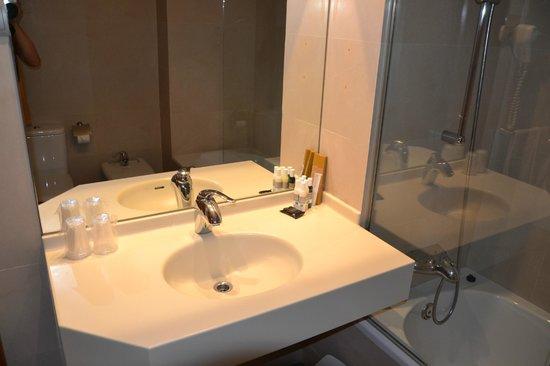 La Nina Hotel : Bad ist völlig ausreichend.