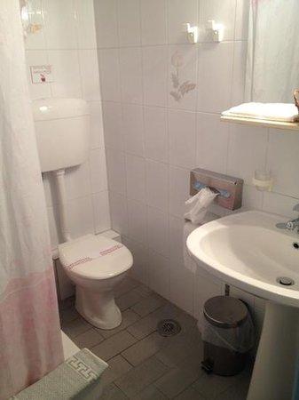Porto Klaras Studios & Apartments: bathroom