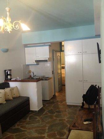 Porto Klaras Studios & Apartments: kitchenette