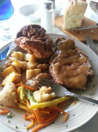 Chemong Lodge: My prime rib meal...yummy